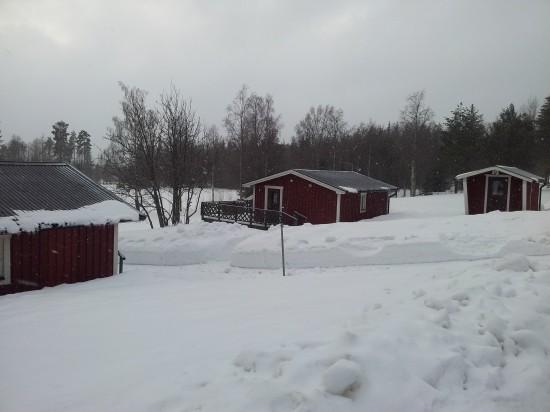 Deltagarna på barnlägret bor i Arnes stugby ett hundratal meter från backen.
