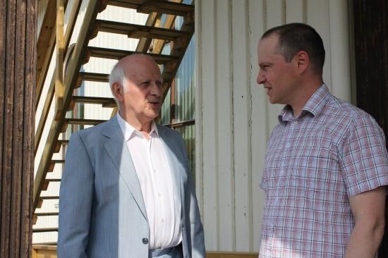 Kristoffer Granberg talar med Anders Yngvesson nuvarande föreståndare
