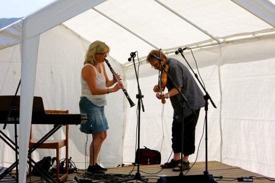 Riksspeleman Anders Eriksson med fru Maja underhöll med musik
