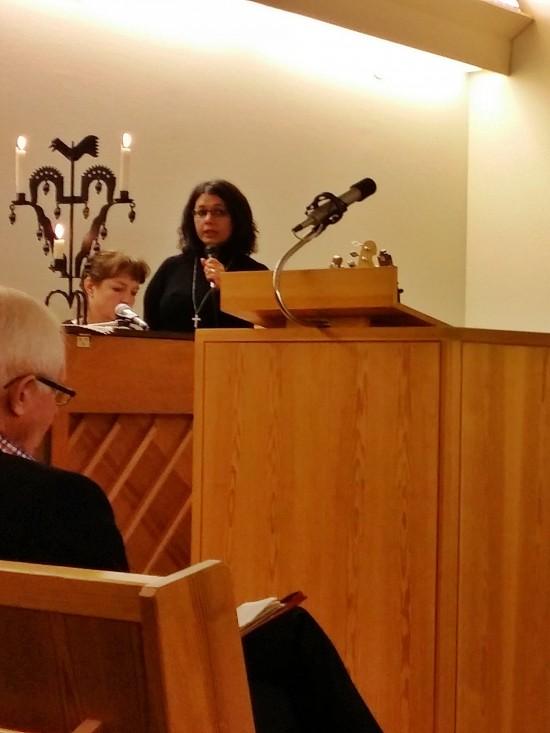 Carina Söderström & Maria Lindqvist ledde församlingen i lovsång inför predikan.