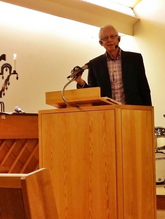 """Från Luk 13:6-9 hämtade Hans Eriksson inspiration till predikan. Han Avslutar predikan med en uppmanande fråga till församlingen: Ska vi komma överens om att detta år får bli ett år där vårt """"fikonträd"""" får slå ut i blom?"""