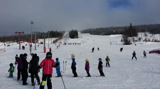 Lägret bestod av mycket av slalomåkning förstås i Solbergsbacken. Det fanns även möjlighet till att åka längdskidor och madrassåkning för de som så önskade.