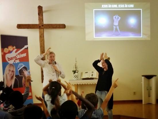 Emmanuel & Alexandra Hyllerud från Göteborg har barnmöten i Mellansel denna helg.