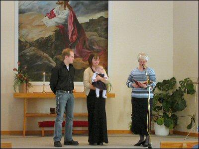 Fam. Söderberg med lilla Tilda som ska välsignas